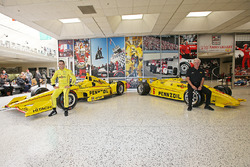 Helio Castroneves, Team Penske Chevrolet und Rick Mears