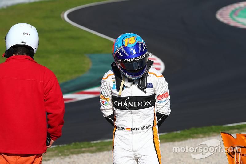 Fernando Alonso, McLaren MCL33 parado fuera de pista