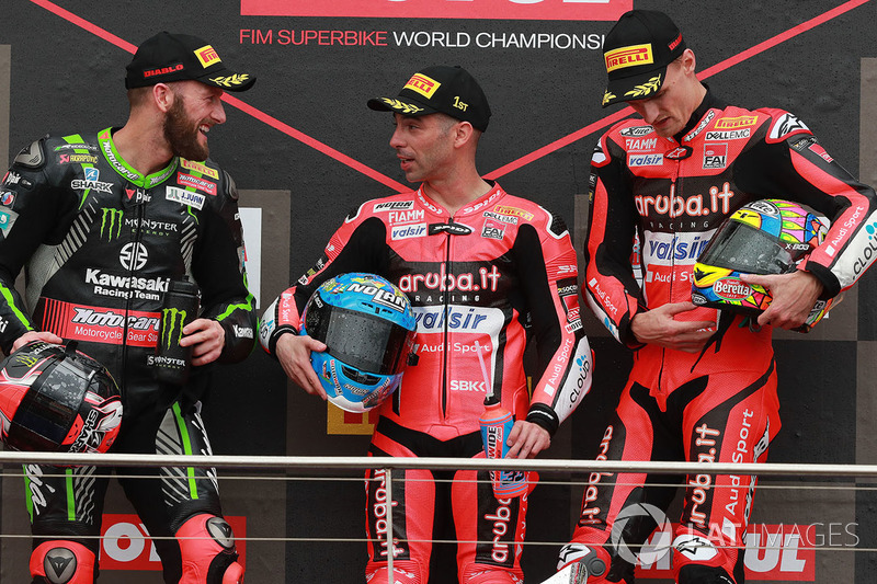 Podium: pemenang balapan Marco Melandri, Aruba.it Racing-Ducati SBK Team; finis kedua Tom Sykes, Kawasaki Racing; finis ketiga Chaz Davies, Aruba.it Racing-Ducati SBK Team