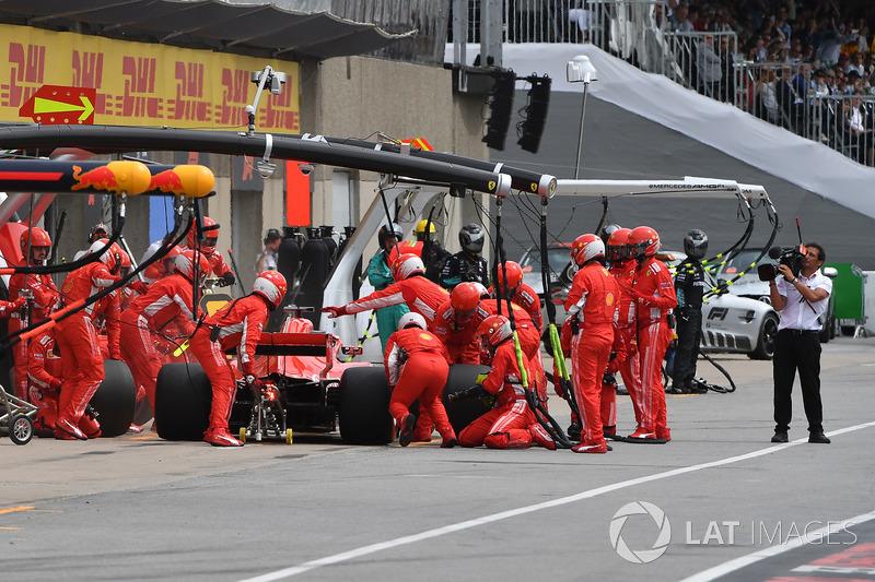 Sebastian Vettel, Ferrari SF71H, pit stop