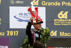 Podio: il terzo classificato Sérgio Sette Câmara, Motopark with VEB, Dallara Volkswagen