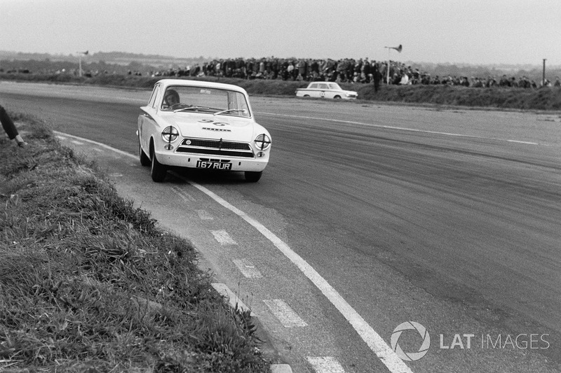 1963 : Jim Clark pilote une Lotus Cortina à Snetterton