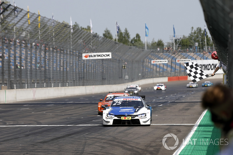 Checkered flag for Philipp Eng, BMW Team RBM, BMW M4 DTM