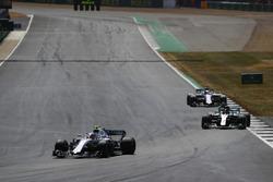 Sergey Sirotkin, Williams FW41, leads Lewis Hamilton, Mercedes AMG F1 W09, and Lance Stroll, Williams FW41