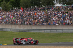 #1 Rebellion Racing Rebellion R-13: Andre Lotterer, Neel Jani, Bruno Senna missing its nose