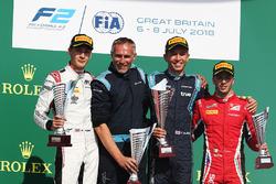 Победитель Александр Элбон, DAMS, второе место – Джордж Расселл, ART Grand Prix, третье место – Антонио Фуоко, Charouz Racing System