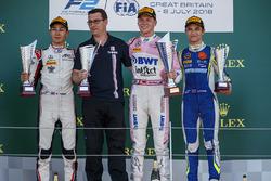 Podium : le vainqueur Maximilian Gunther, BWT Arden, le deuxième George Russell, ART Grand Prix, le troisième Lando Norris, Carlin
