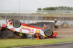 Fabian Coulthard, Team Penske Ford, David Reynolds, Erebus Motorsport Holden crash