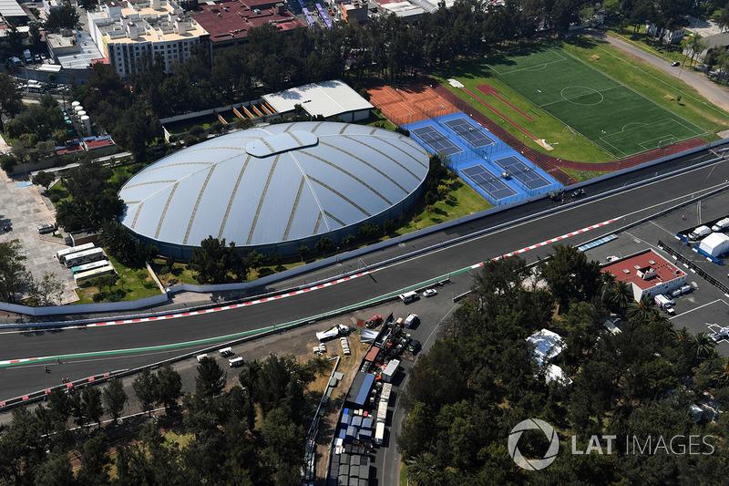 В 1968 году Мехико принимал Летние Олимпийские игры, а на территории трассы был построен Олимпийский парк