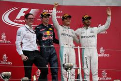 Энди Шовлин, Mercedes AMG F1, Макс Ферстаппен, Red Bull Racing, победитель гонки Нико Росберг, Mercedes AMG F1, Льюис Хэмилтон, Mercedes AMG F1
