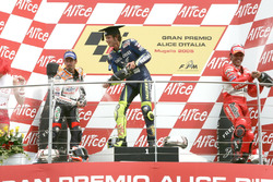 Podium: second place Max Biaggi, Repsol Honda Team, Race winner Valentino Rossi, Yamaha Factory Rac
