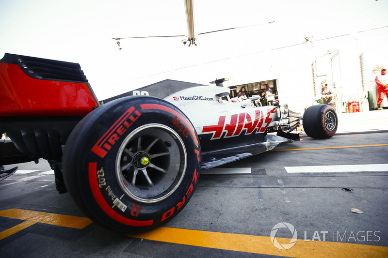 Kevin Magnussen, Haas F1 Team VF-18 Ferrari, leaves the garage