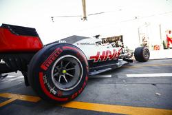 Kevin Magnussen, Haas F1 Team VF-18 Ferrari, leaves the garage