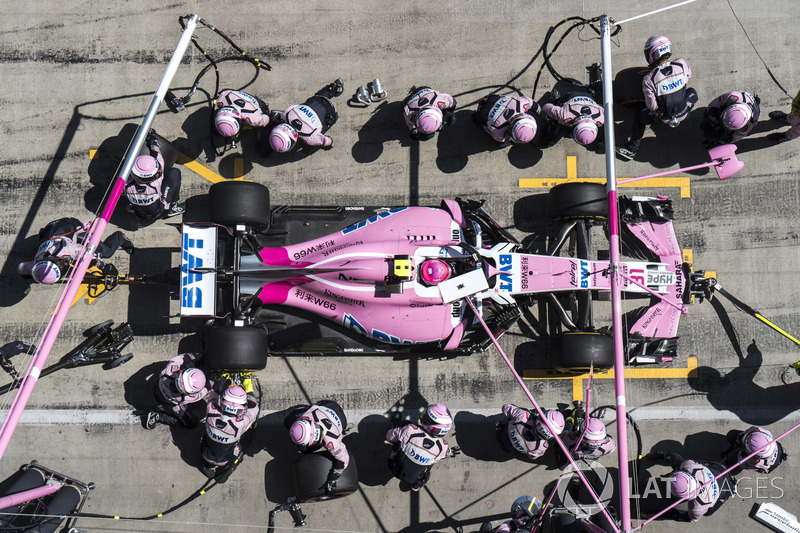 Esteban Ocon, Force India VJM11, au stand