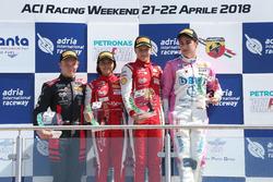 Podio Rookie Gara 2: il secondo classificato Petr Ptacek, Bhaitech, il primo classificato Gianluca Petecof, Prema Theodore Racing, il terzo classificato Ido Cohen, BWT Mucke Motorsport