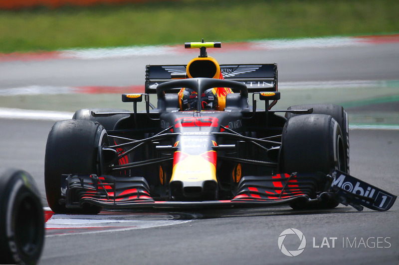 3. Max Verstappen, Red Bull Racing RB14 with front wing damage