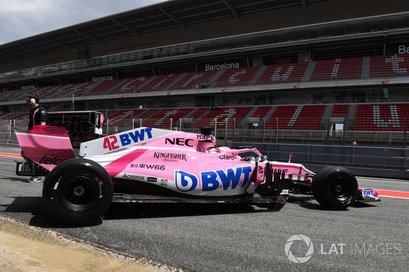 Николя Латифи, Sahara Force India F1 VJM11 с немаркированными шинами Pirelli