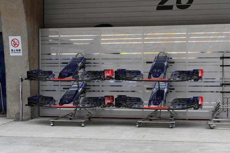 Scuderia Toro Rosso STR13 : nez et ailerons avant