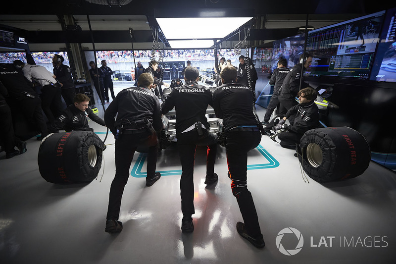 Mercedes engineers at work in the garage