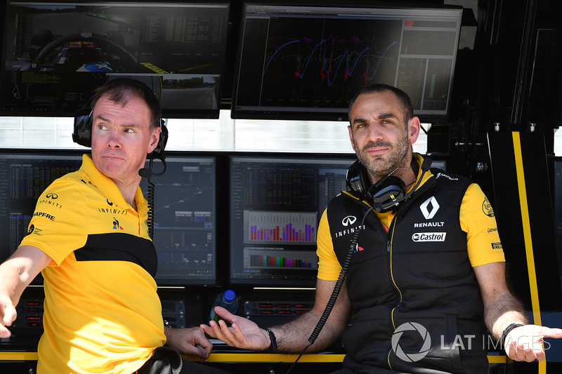 Alan Permane, Renault Sport F1 Team Race Engineer, Cyril Abiteboul, Renault Sport F1 Managing Dir