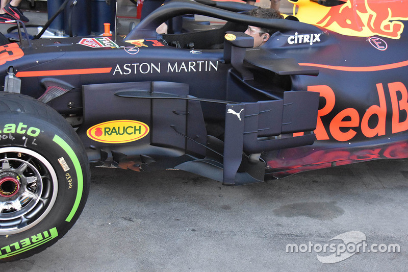 Detalle de la barcaza Red Bull Racing RB14