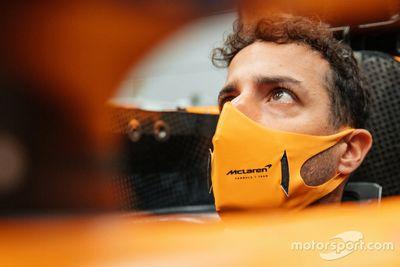 Eerste bezoek Ricciardo aan McLaren-fabriek