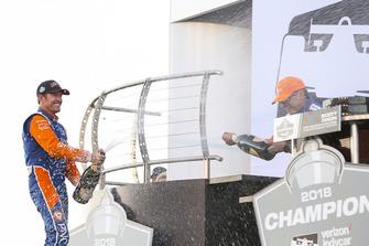 Ganador Ryan Hunter-Reay, Andretti Autosport Honda, celebra con Champagne