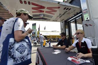 #58 Wright Motorsports Porsche 911 GT3 R, GTD - Patrick Long, Christina Nielsen signs autographs for fans