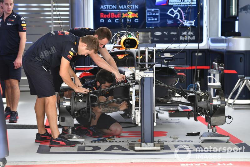 La Red Bull Racing RB14 dans le garage