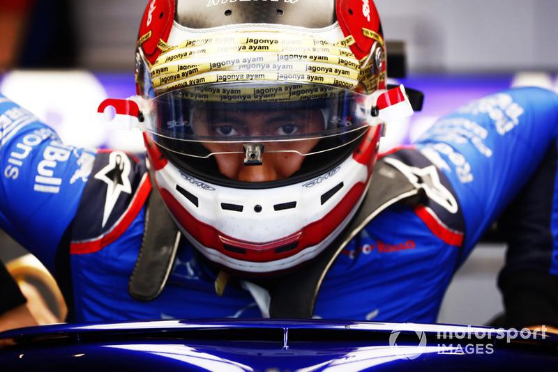 Sean Gelael, Toro Rosso STR13, climbs into his car