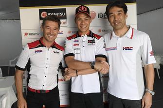 Lucio Cecchinello, directeur LCR Honda, Takaaki Nakagami, Tetsuhiro Kuwata, directeur du HRC