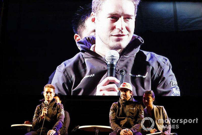 Stoffel Vandoorne, McLaren, and Fernando Alonso, McLaren, on stage