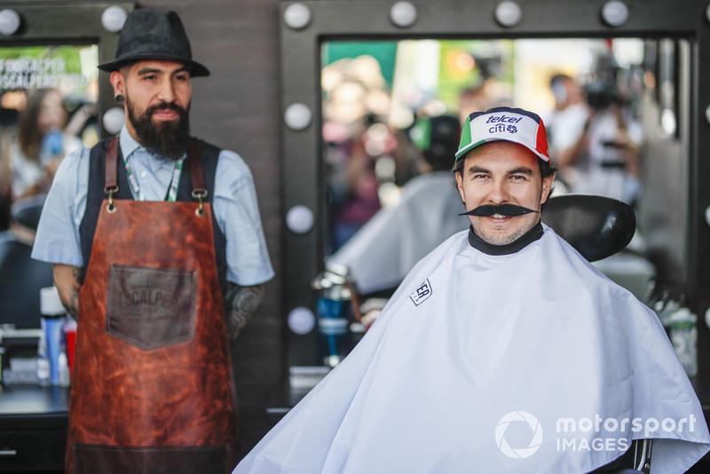 Sergio Perez, Racing Point Force India F1 Team, berpartisipasi di gerakan Movember
