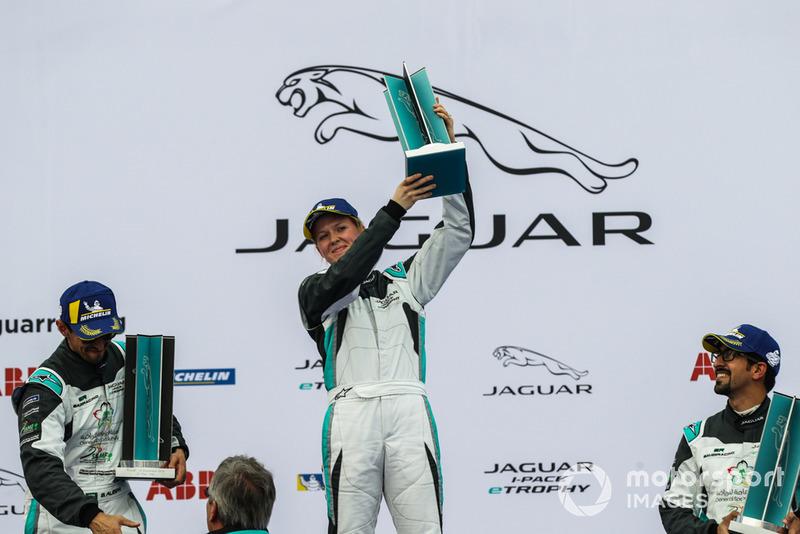 Ganador de la clase AM, Alice Powell, Jaguar VIP