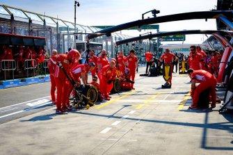 L'équipe Ferrari au stand