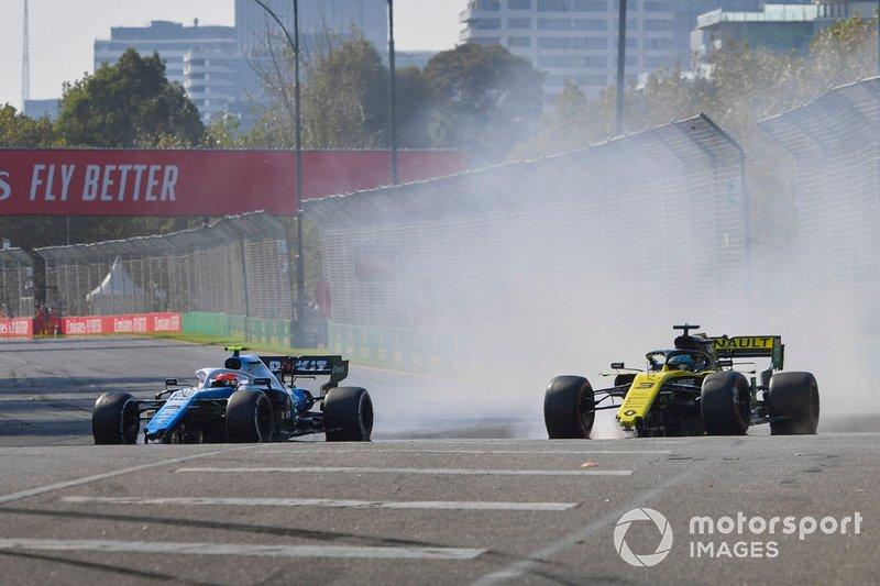 Robert Kubica, Williams FW42 y Daniel Ricciardo, Renault R.S.19 con daño después del contacto