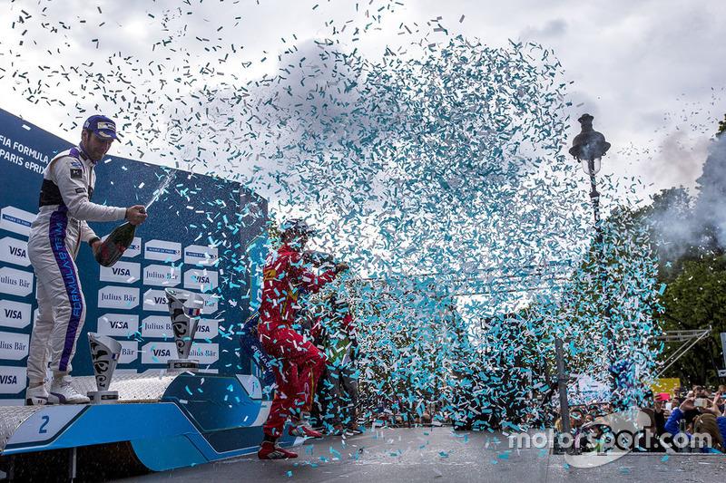 Podium: winner Lucas di Grassi, ABT Schaeffler Audi Sport, second place Jean-Eric Vergne, DS Virgin