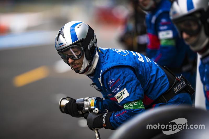 Ford Chip Ganassi Racing crew member