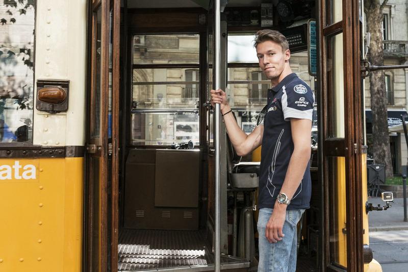Daniil Kvjat in der historischen Tram