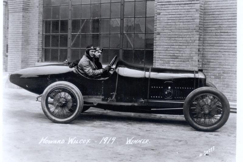 Ganador de la carrera Howdy Wilcox
