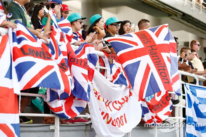 Lewis Hamilton, Mercedes AMG F1, fans