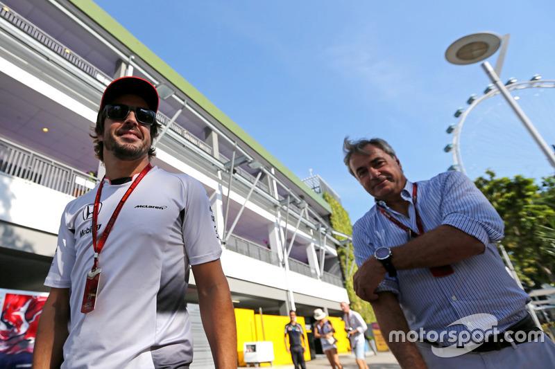 Fernando Alonso, McLaren Honda; Carlos Sainz