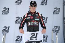 Ganador de le pole Erik Jones, Joe Gibbs Racing Toyota