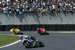 Sete Gibernau, Telefonica Movistar Honda MotoGP; Carlos Checa, Fortuna Yamaha