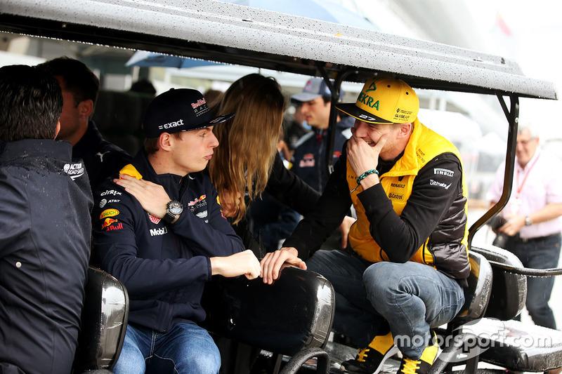 Max Verstappen, Red Bull, mit Nico Hülkenberg, Renault Sport F1 Team