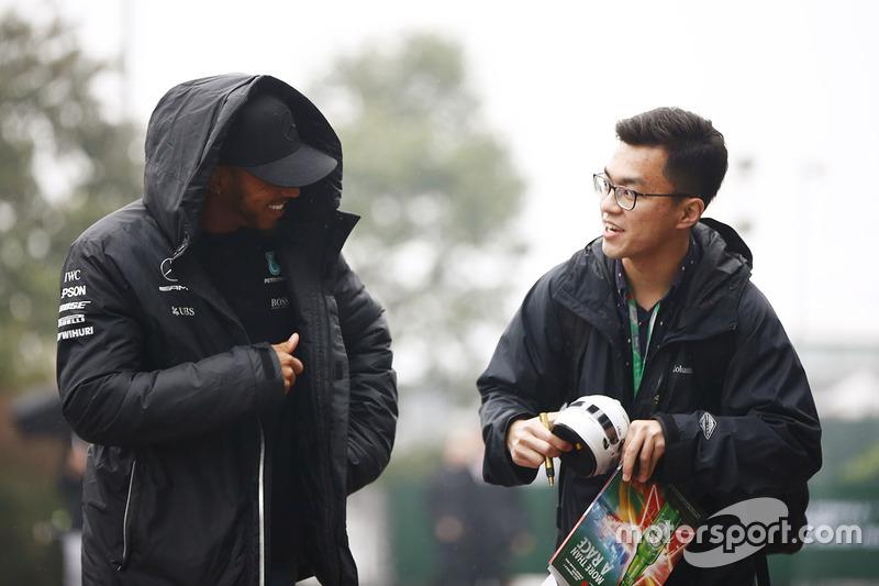Lewis Hamilton, Mercedes AMG F1, mit Fan