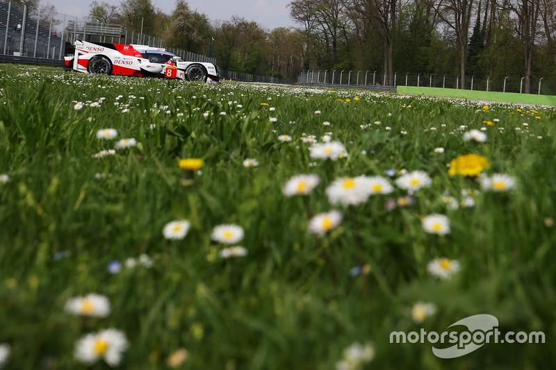 4. #8 Toyota Gazoo Racing Toyota TS050 Hybrid: Anthony Davidson, Nicolas Lapierre, Kazuki Nakajima