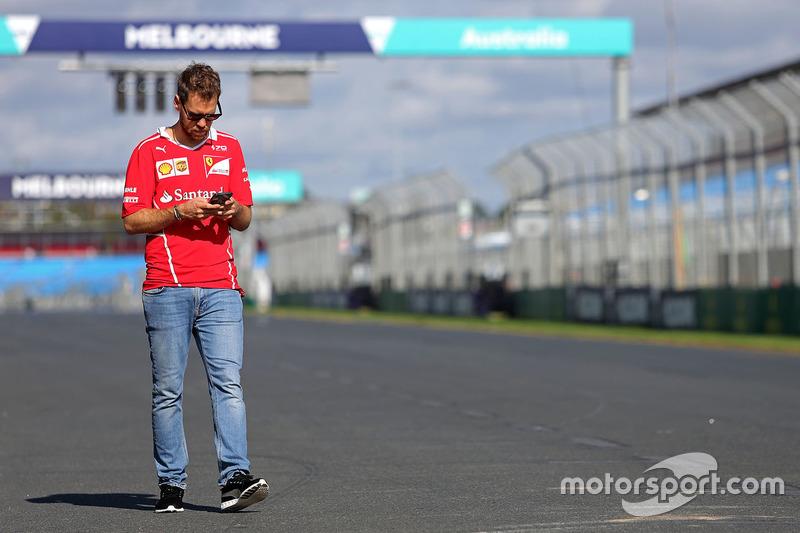 Себастьян Феттель, Ferrari, йде треком