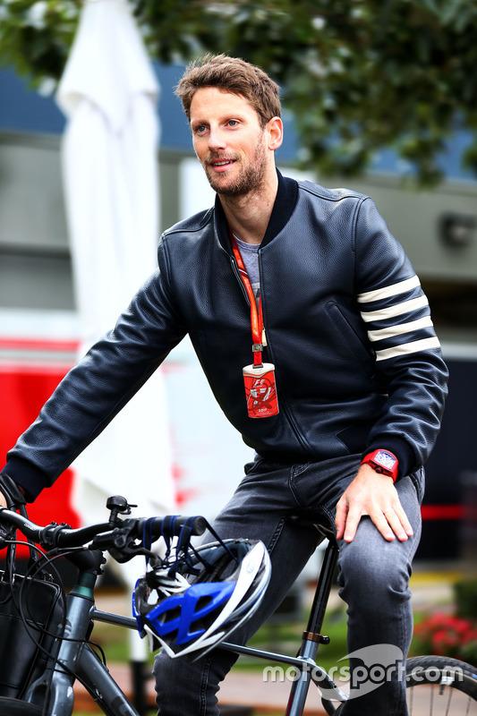 Romain Grosjean, Haas F1 Team, mit dem Fahrrad