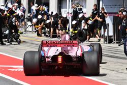 Esteban Ocon, Sahara Force India VJM10 pit stop